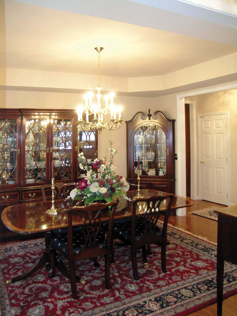 Traditional House Plan Dining Room Photo 01 016D-0095