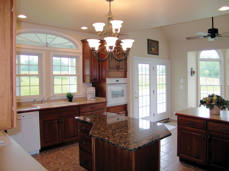 Traditional House Plan Kitchen Photo 01 016D-0095