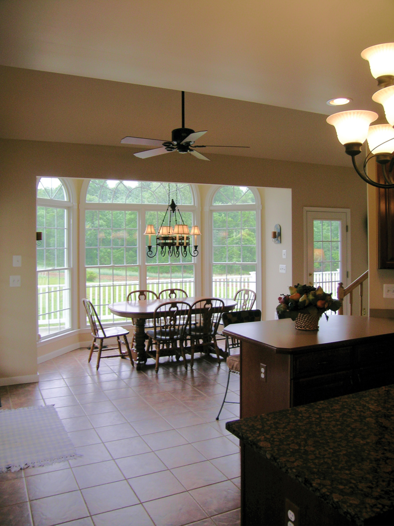 Traditional House Plan Kitchen Photo 03 016D-0095