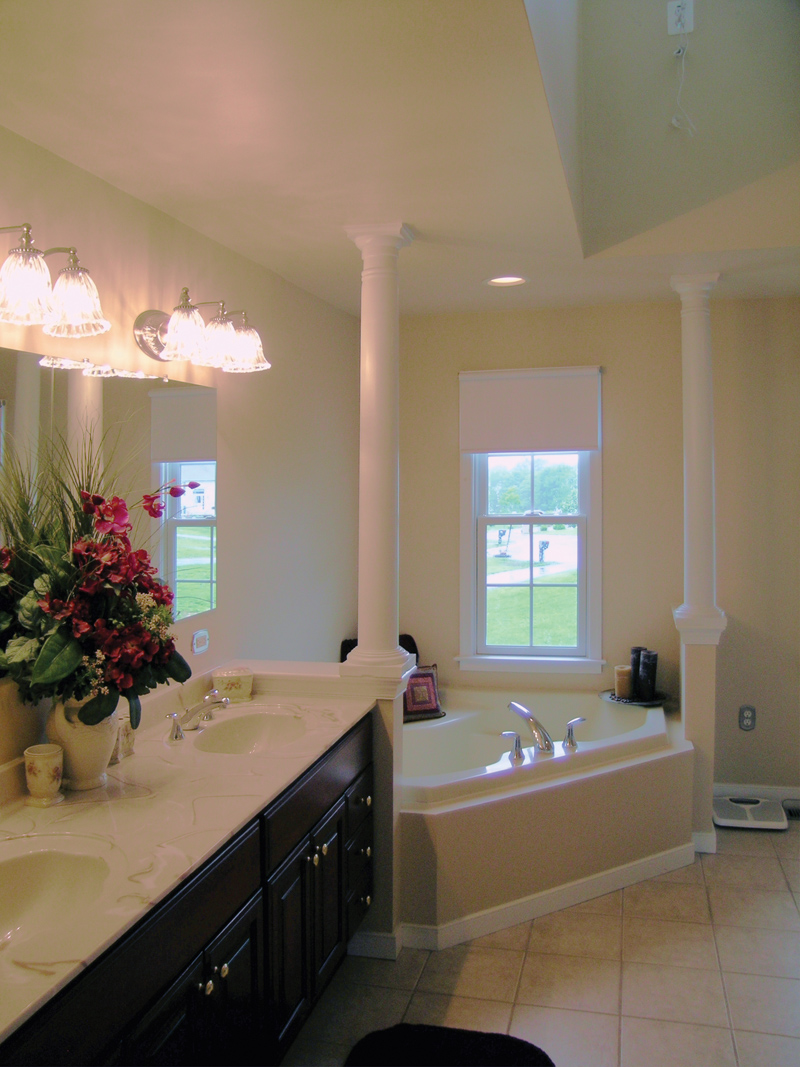 Southern House Plan Master Bathroom Photo 02 016D-0095