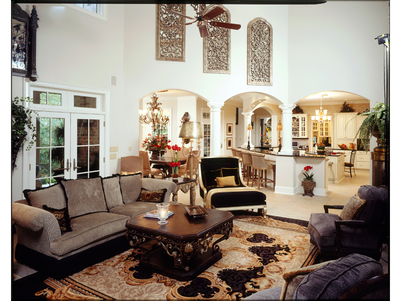 European House Plan Great Room Photo 01 019S-0002