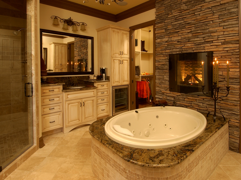 Luxury House Plan Master Bathroom Photo 01 019S-0003