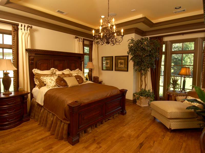 European House Plan Master Bedroom Photo 01 019S-0003