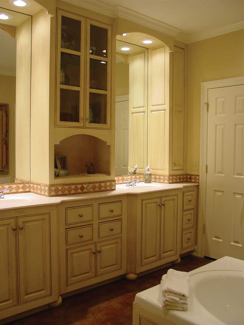 European House Plan Master Bathroom Photo 02 020D-0284