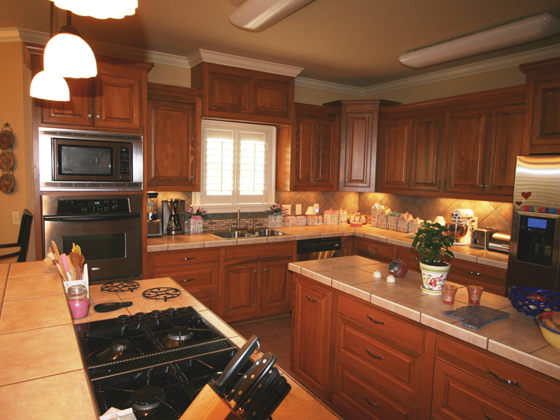 European House Plan Kitchen Photo 01 020D-0295