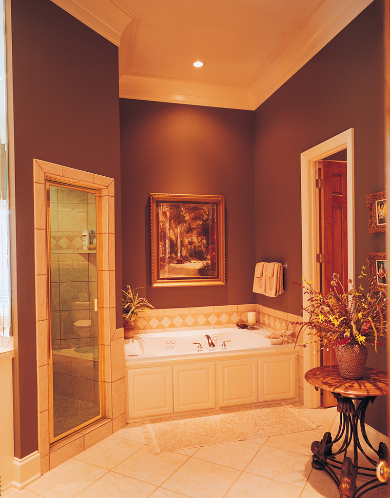 Georgian House Plan Bathroom Photo 01 020S-0001