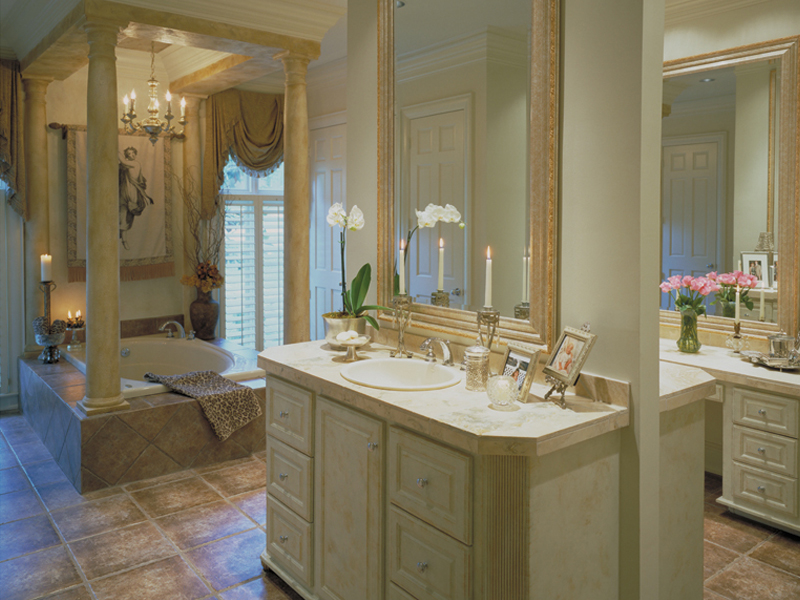 Luxury House Plan Master Bathroom Photo 01 - 020S-0004 | House Plans and More