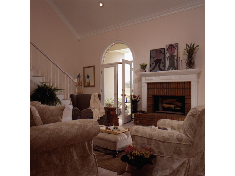 Southern House Plan Living Room Photo 02 023D-0002