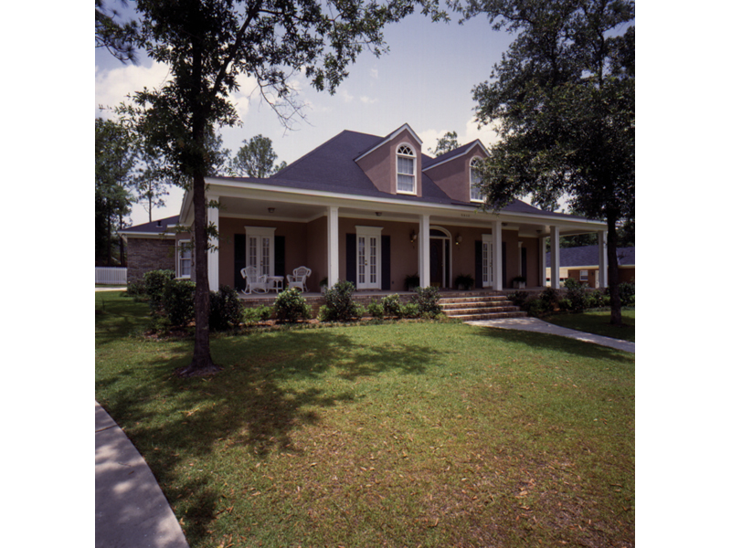 Traditional House Plan Front Photo 01 023D-0003