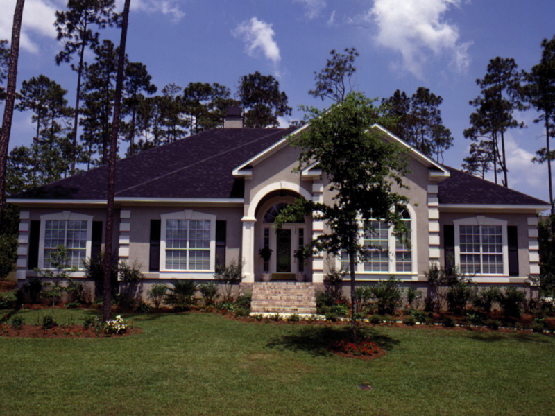 Traditional House Plan Front of Home 024D-0018