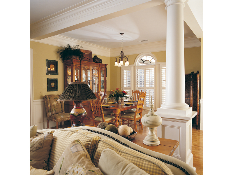 Traditional House Plan Dining Room Photo 02 024D-0048