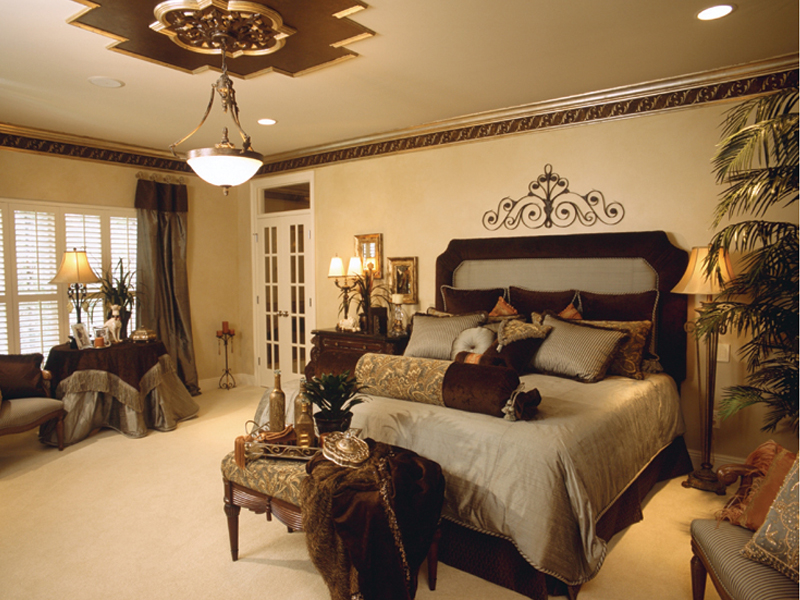 Luxury House Plan Master Bedroom Photo 01 024D-0055