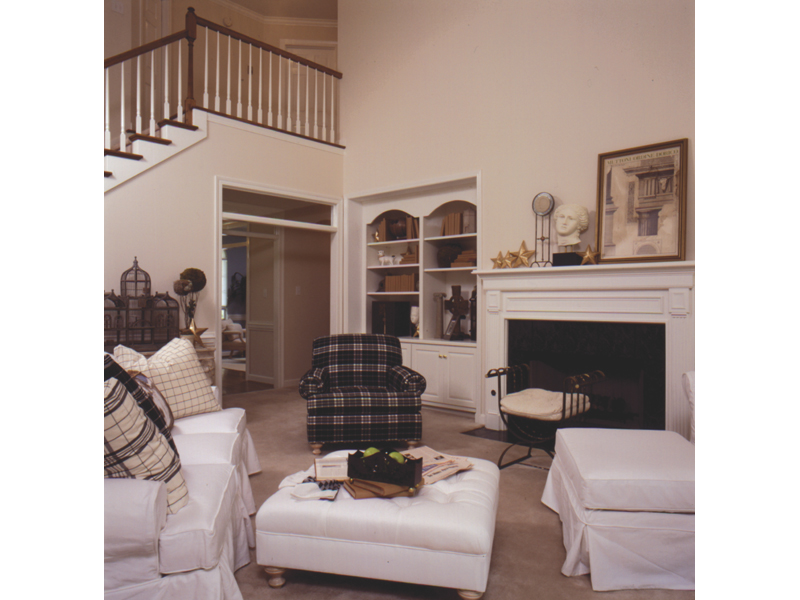 Traditional House Plan Family Room Photo 01 024D-0056
