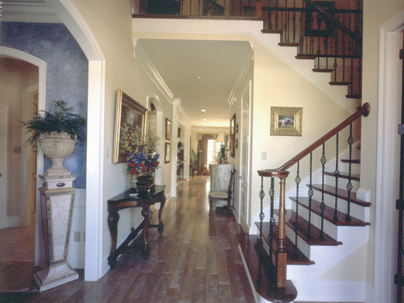Luxury House Plan Stairs Photo 024D-0060