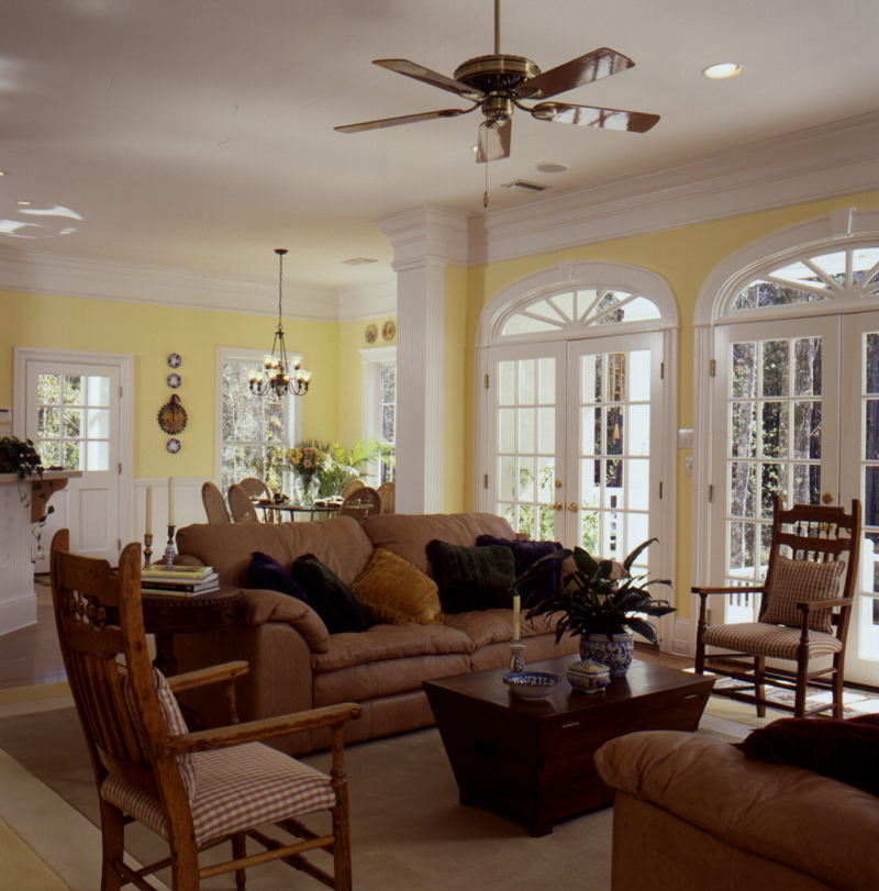 Lowcountry Home Plan Living Room Photo 03 024D-0061