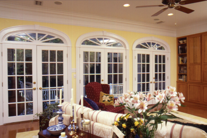 Southern House Plan Living Room Photo 04 024D-0061
