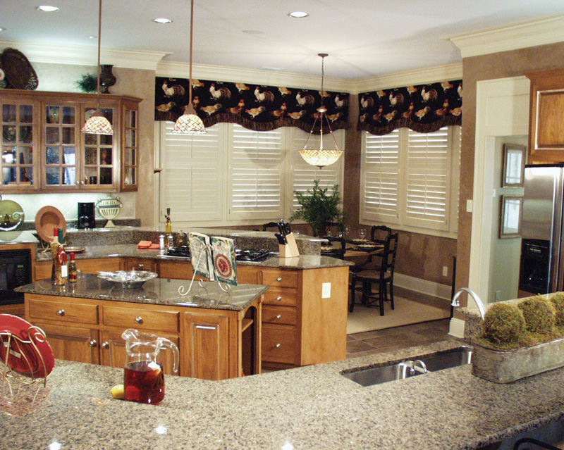 Luxury House Plan Kitchen Photo 10 024D-0062