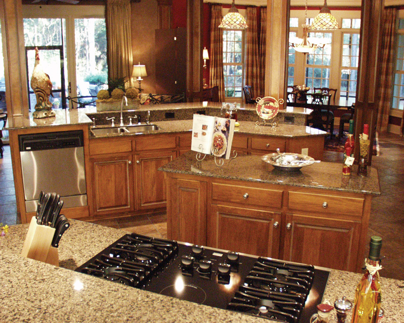 Luxury House Plan Kitchen Photo 07 024D-0062