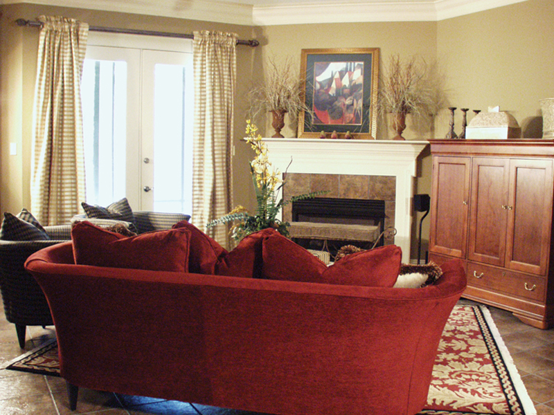 Traditional House Plan Living Room Photo 02 024D-0062