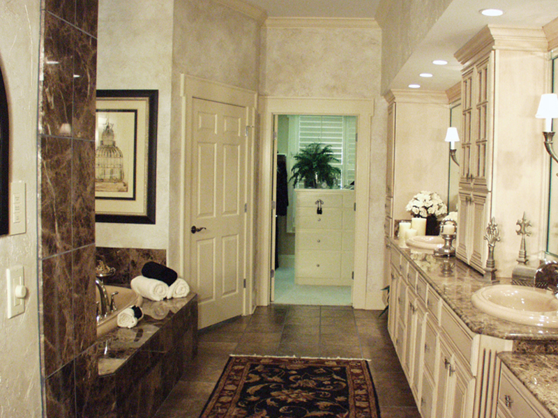 European House Plan Master Bathroom Photo 02 024D-0062