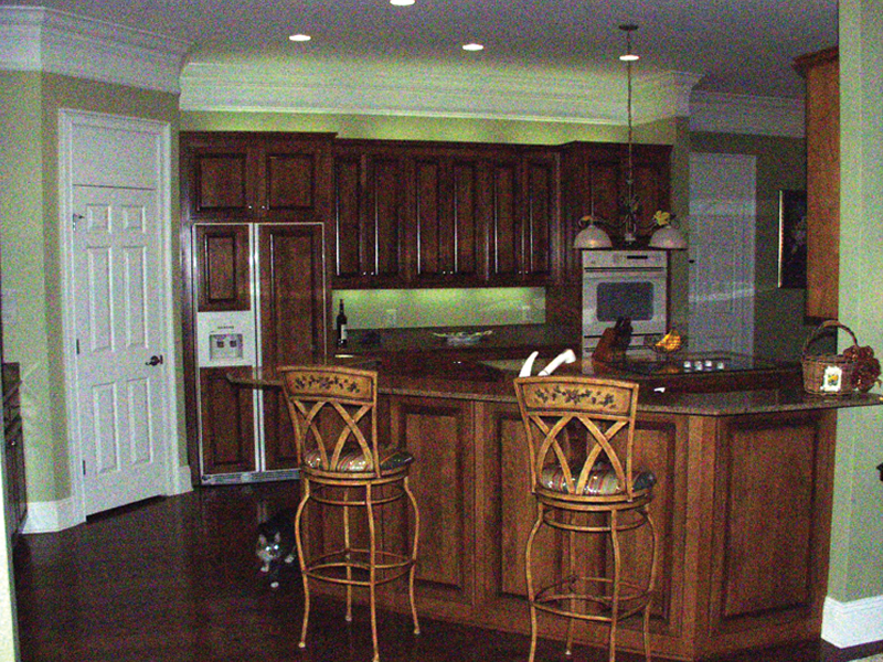 Luxury House Plan Kitchen Photo 01 024D-0644