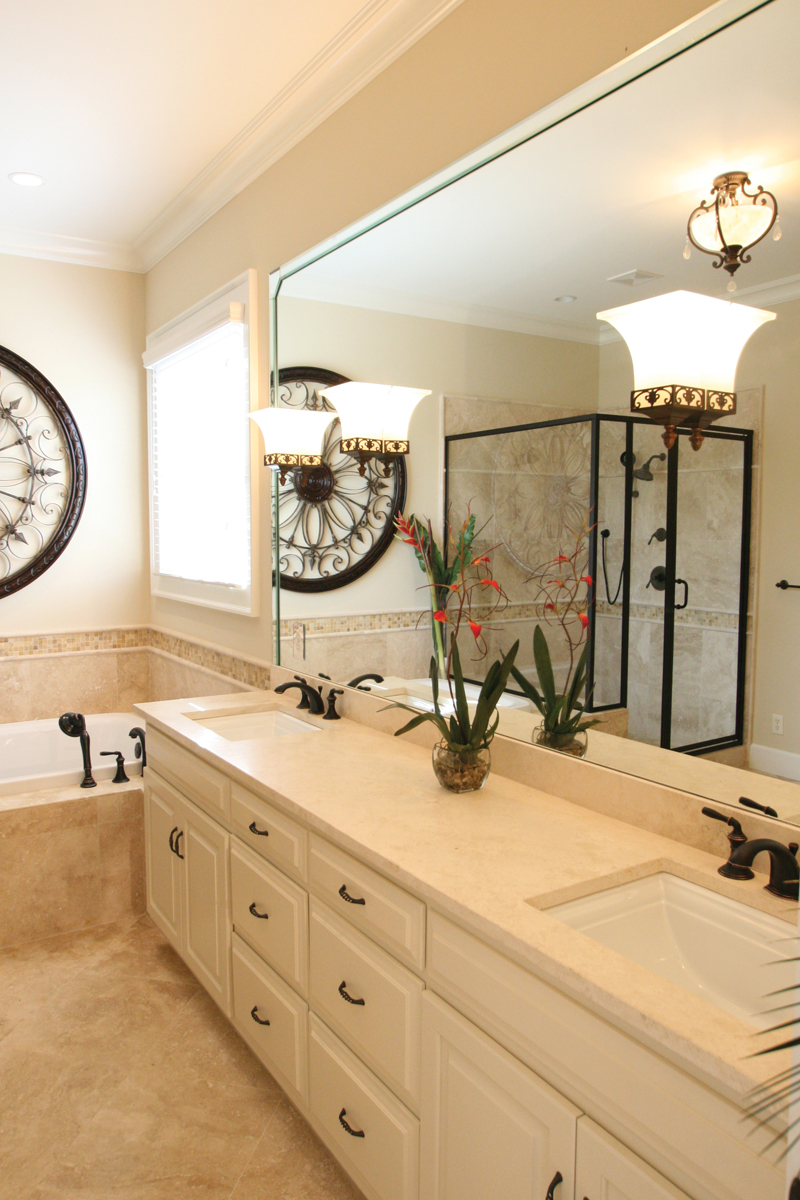 Acadian House Plan Master Bathroom Photo 03 024D-0797