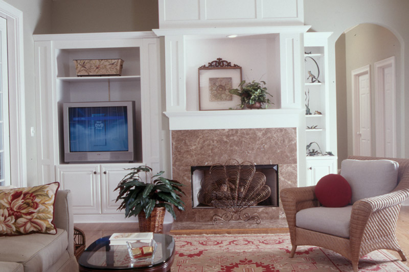 Lowcountry Home Plan Living Room Photo 01 024S-0001