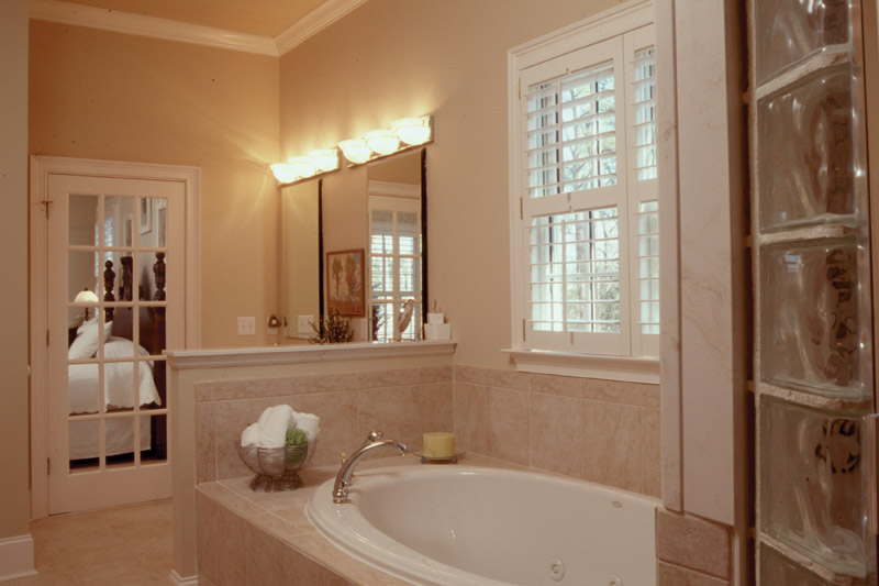 Sunbelt Home Plan Master Bathroom Photo 01 - 024S-0001 | House Plans and More