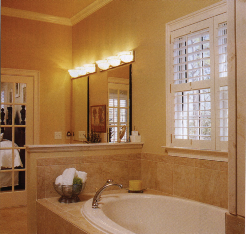 Arts & Crafts House Plan Master Bathroom Photo 02 024S-0001