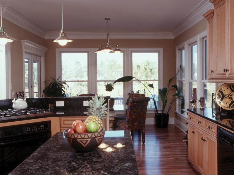 Cape Cod and New England Plan Kitchen Photo 01 024S-0003