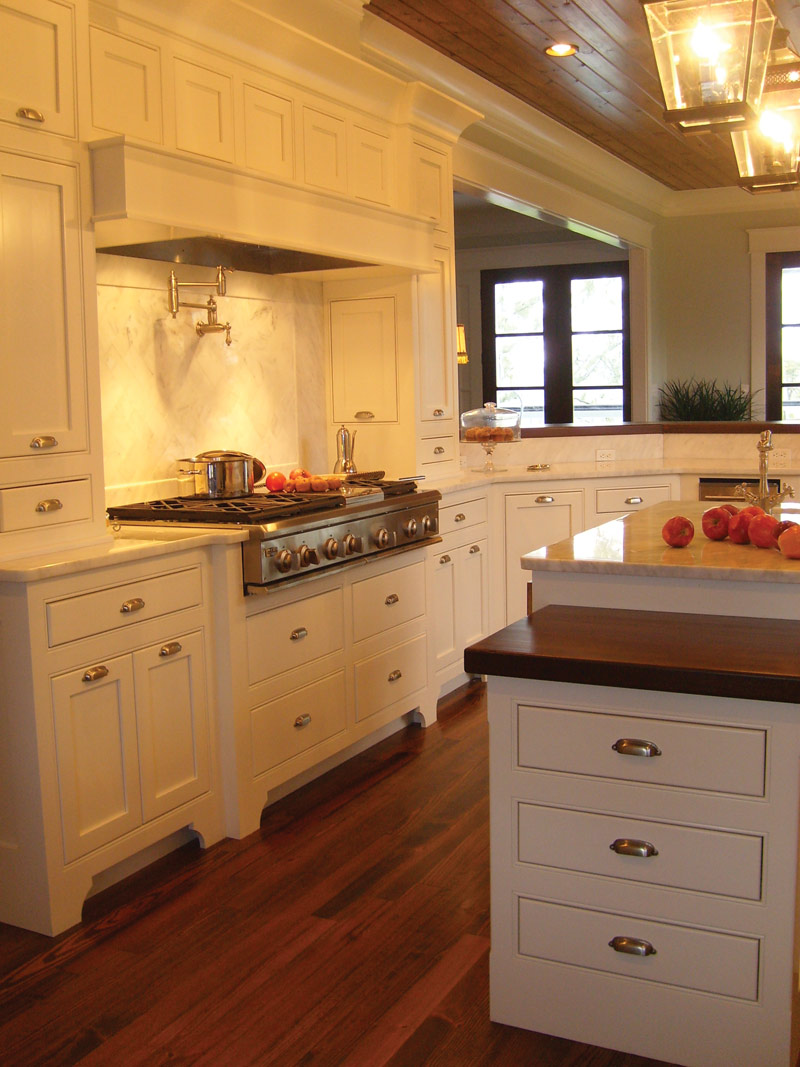 Cape Cod and New England Plan Kitchen Photo 01 024S-0022
