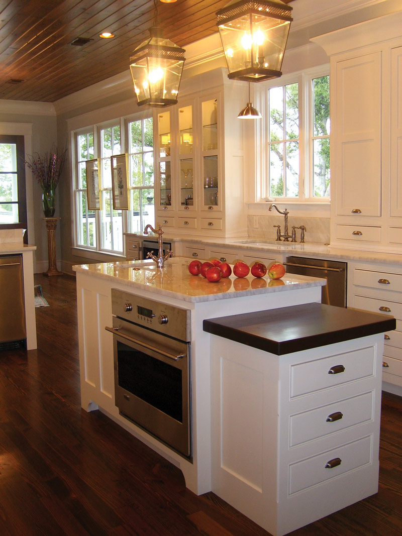 Cape Cod and New England Plan Kitchen Photo 04 - 024S-0022 | House Plans and More