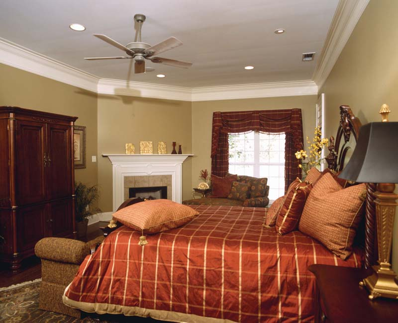 Traditional House Plan Master Bedroom Photo 01 024S-0023
