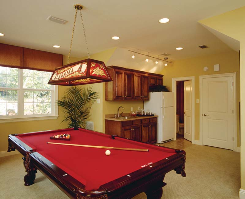Traditional House Plan Recreation Room Photo 02 024S-0023
