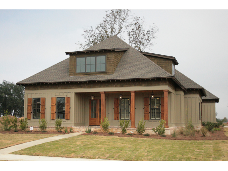 Traditional House Plan Front of Home 024S-0024