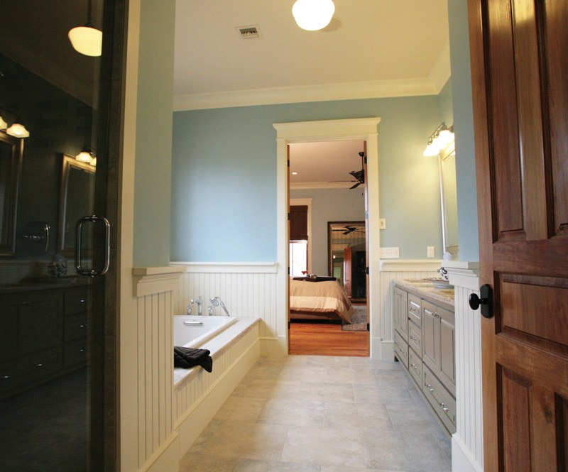Traditional House Plan Master Bathroom Photo 01 024S-0024