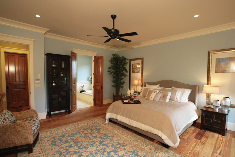 Traditional House Plan Master Bedroom Photo 02 024S-0024