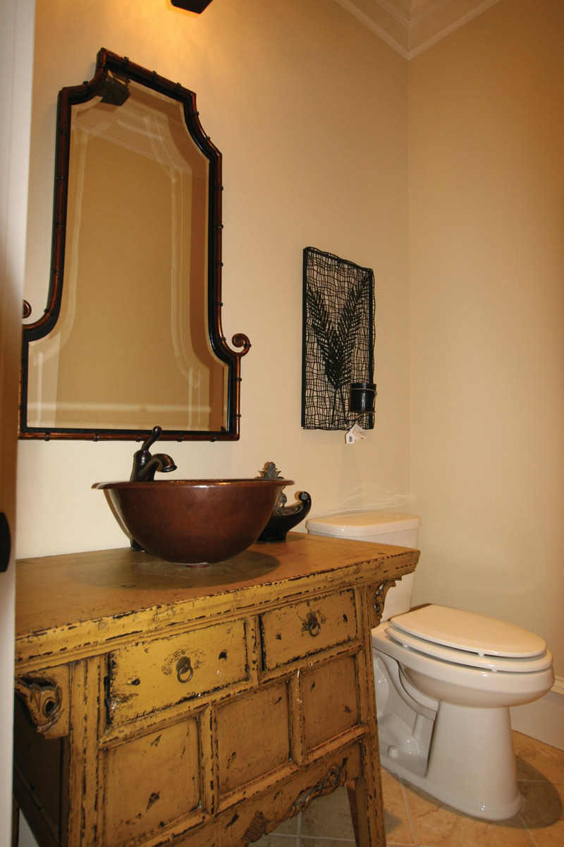 Country French Home Plan Bathroom Photo 02 024S-0025