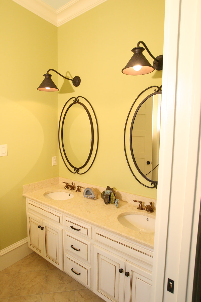 Country French Home Plan Bathroom Photo 04 024S-0025