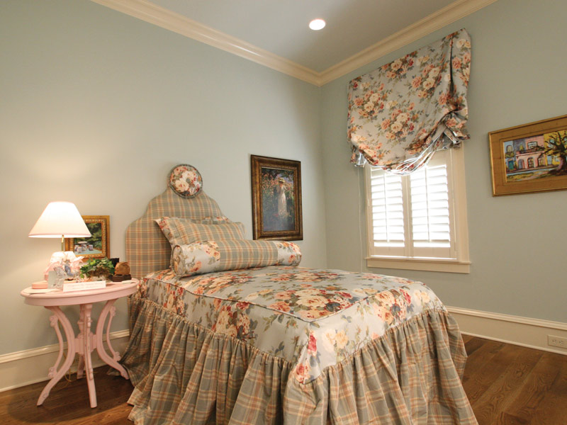 Country French Home Plan Bedroom Photo 01 024S-0025