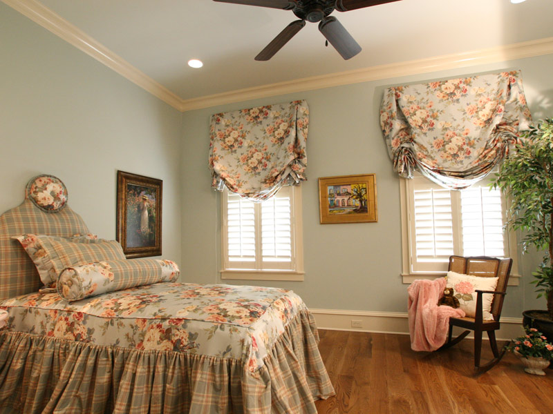 Country French Home Plan Bedroom Photo 02 024S-0025