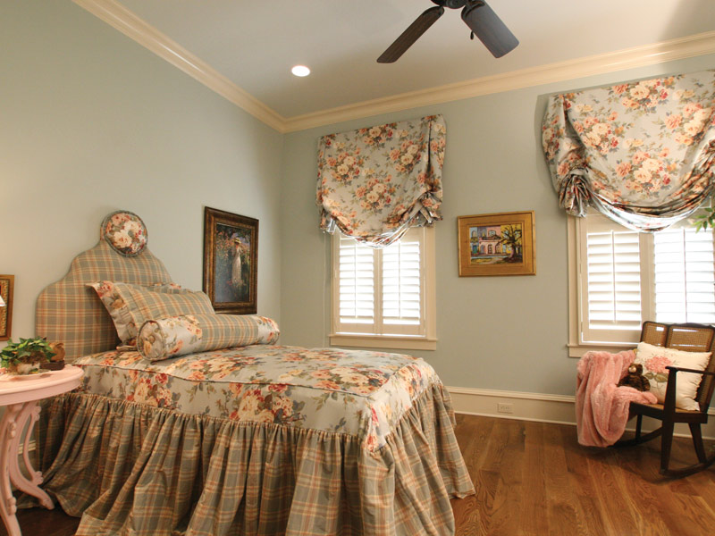 Country French Home Plan Bedroom Photo 03 024S-0025