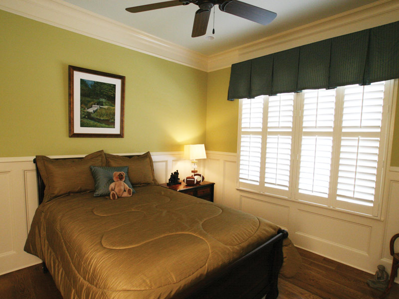 Traditional House Plan Bedroom Photo 04 024S-0025