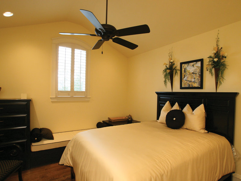 Traditional House Plan Bedroom Photo 05 024S-0025