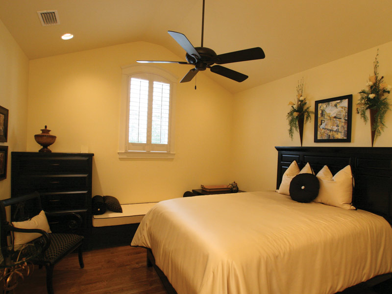 Southern House Plan Bedroom Photo 06 024S-0025