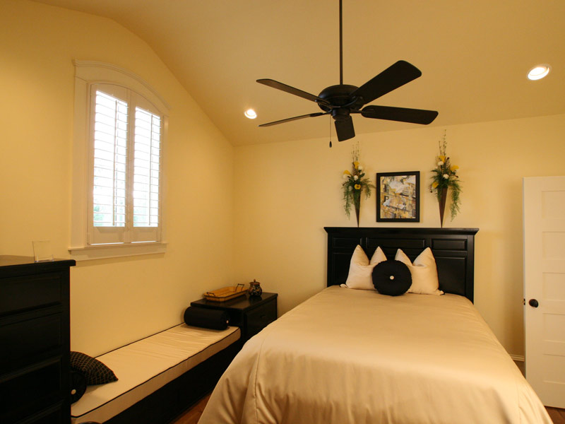 Traditional House Plan Bedroom Photo 07 024S-0025