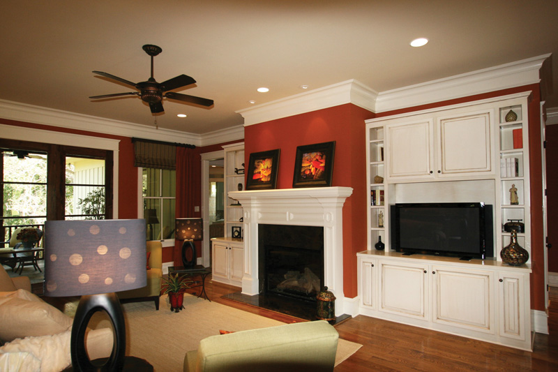 Waterfront Home Plan Family Room Photo 01 024S-0025