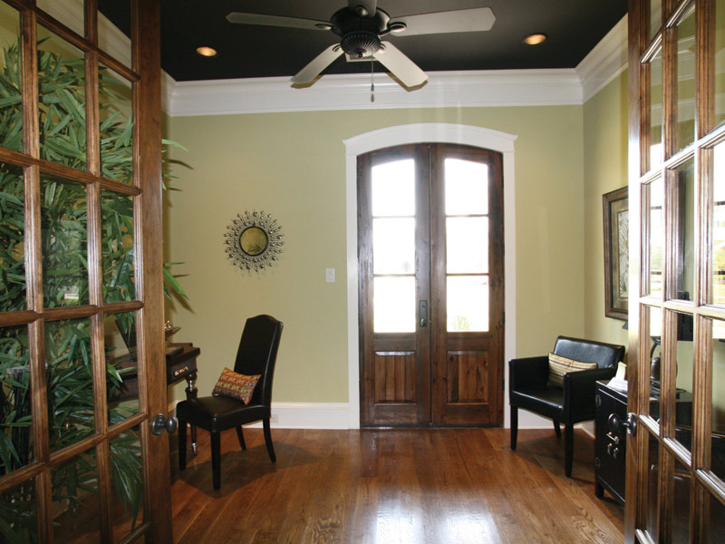 Traditional House Plan Hall Photo 024S-0025