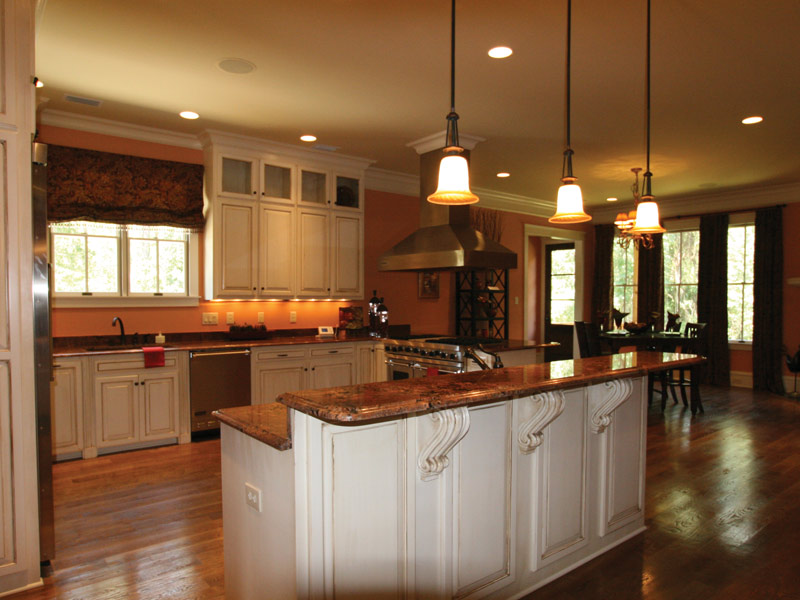 Traditional House Plan Kitchen Photo 11 024S-0025
