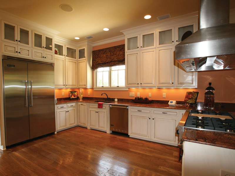 Traditional House Plan Kitchen Photo 05 024S-0025